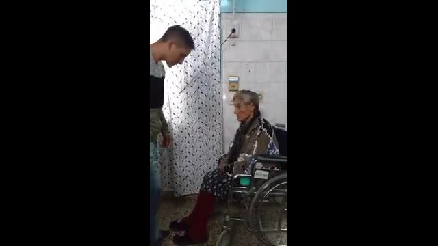 Sweet tribute of a young man to his mother is melting thousands of hearts