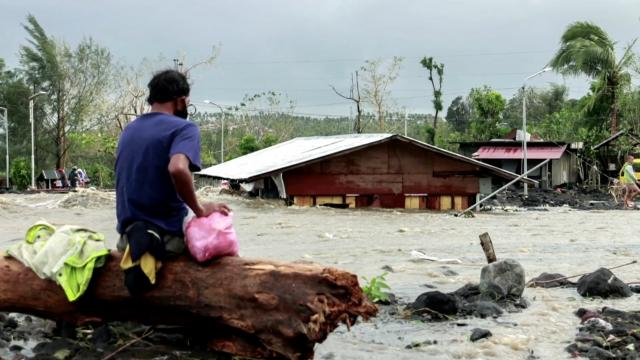 At least 10 dead as typhoon slams Philippines