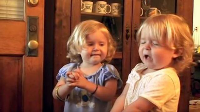 Daddy asks his twin girls to pray only to get answer that has