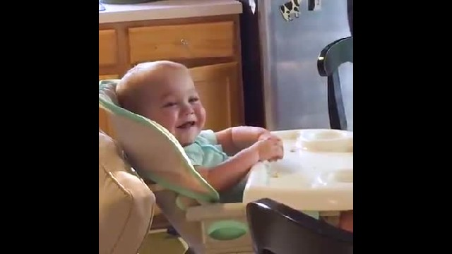 Dad sings in kitchen, but he's not the one getting attention: just watch this baby's reaction