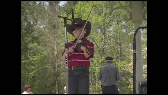 Seven-year-old blows the competition out of the water with jaw-dropping fiddle performance