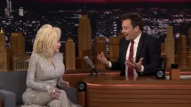 Dolly Parton And Jimmy Fallon Can't Stop Laughing During Christmas Song Medley