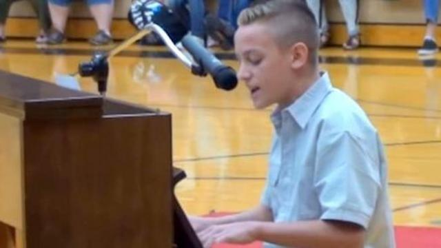 Young teen covers Ed Sheeran at talent show leaving classmates with jaws hanging open
