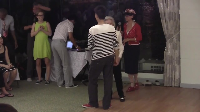 90 year-old takes the dance floor - leaves everyone stunned when music starts to play