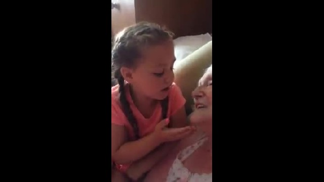 Heartwarming moment little girl sings sweet song to her great-grandmother 1