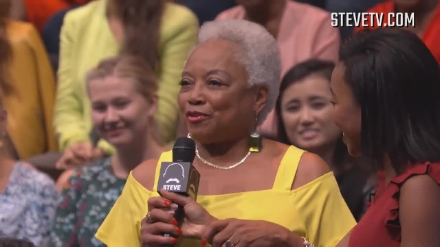 Grandma asksSteve Harvey to dance and he delivers moves that has the audience roaring