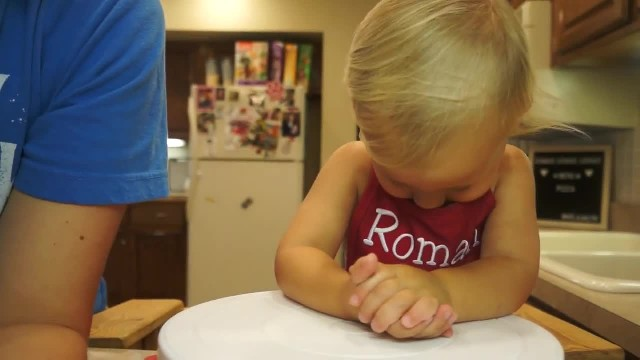 2-year-old makes pizza