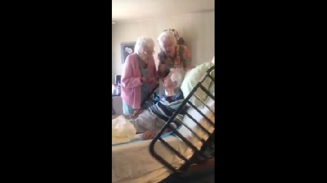 Elderly Sisters Show Up To Visit 97-Yr-Old Sister In Hospice Care And The Footage Is Melting Hearts