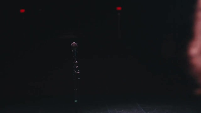 4-YEAR-OLD WALKS ONTO BIG STAGE ALONE. IN NO TIME TACKLES CLASSIC SONG LEAVING MOUTHS WIDE OPEN
