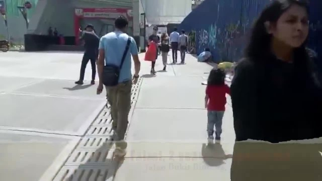 Touching video showed 2yo boy giving his shoes to homeless child and spent time playing together