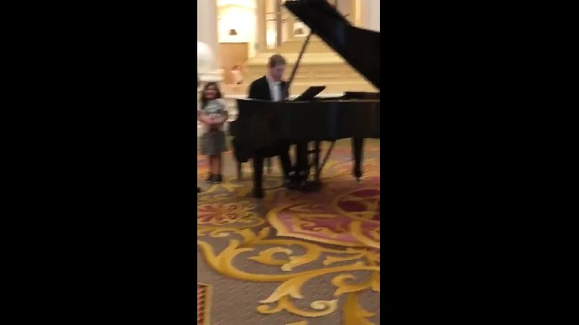 """Firefighter dad bursts into """"Ave Maria"""" at hotel & his daughter's reaction is priceless"""