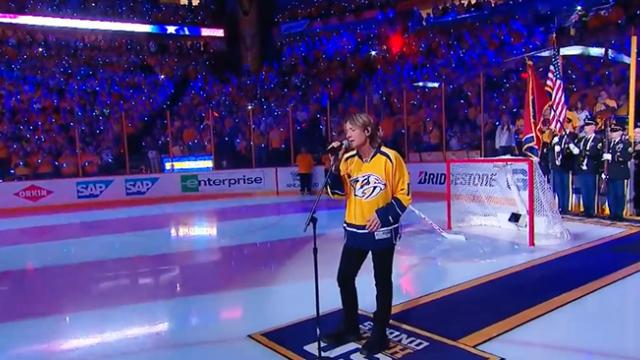Keith Urban never sang the national anthem- Now watch when he opens mouth and crowd goes completly s