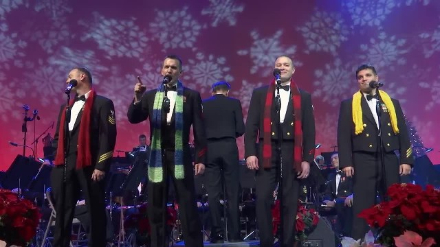 Navy Band Perform Christmas Classic, Man In Yellow Turns His Back And Leaves The Crowd In Awe