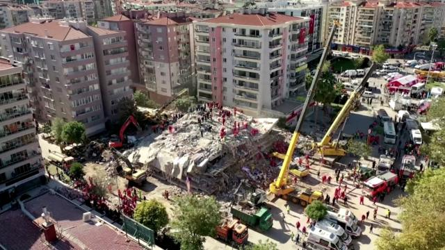 Turkish rescuers race to find quake survivors