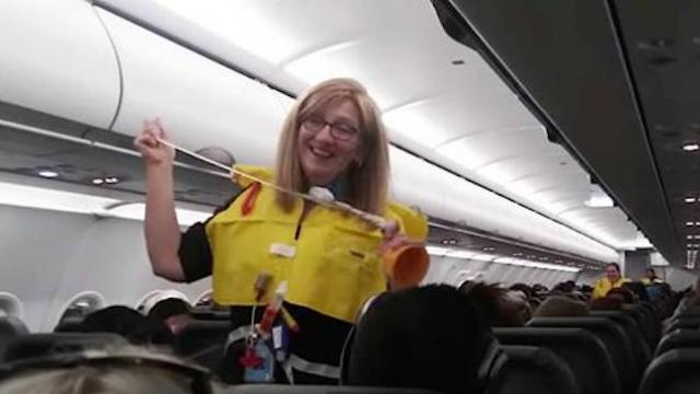 Flight attendant leaves entire plane in hysterics with hilarious safety announcement