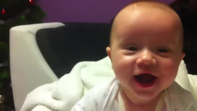 Mom leaves smiling baby alone with daddy only to return to find her face completely different