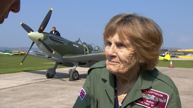 This Daring 92-Year-Old Pilot Served In WWII. Wait 'Til You See Her Flying The Plane Behind Her