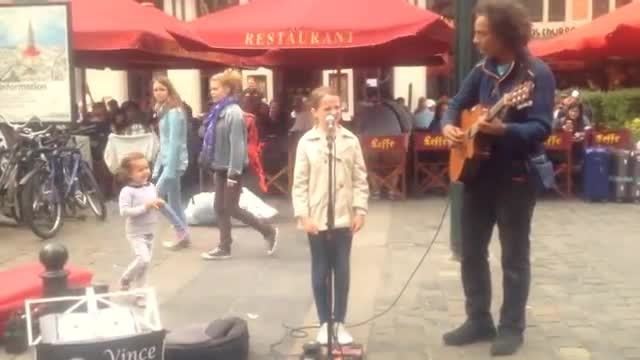 Street Performer Plays Her Favorite Song, So She Asks If She Can Sing Along. Leaves Crowd Stunned