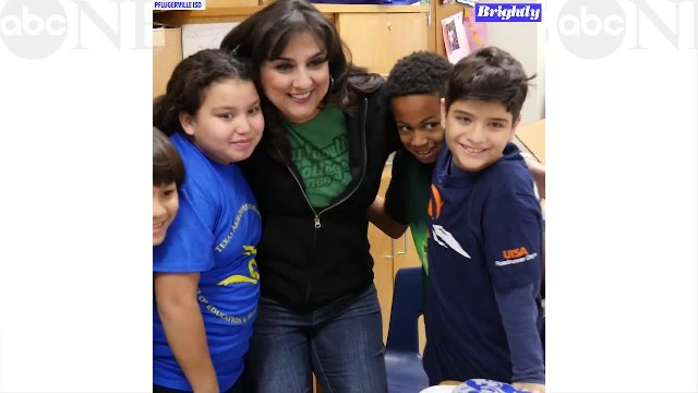 Teacher gives students college tees to inspire big dreams