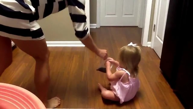 Too cute: Little girl hears her favorite Blake Shelton song & can't help but dance