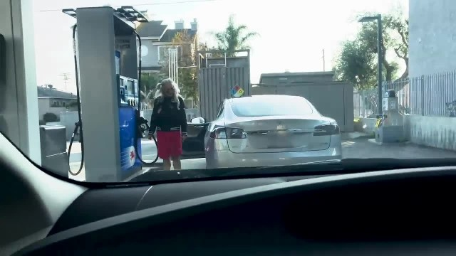 Video of Tesla owner trying to fill her car with petrol is the funniest thing you'll see today