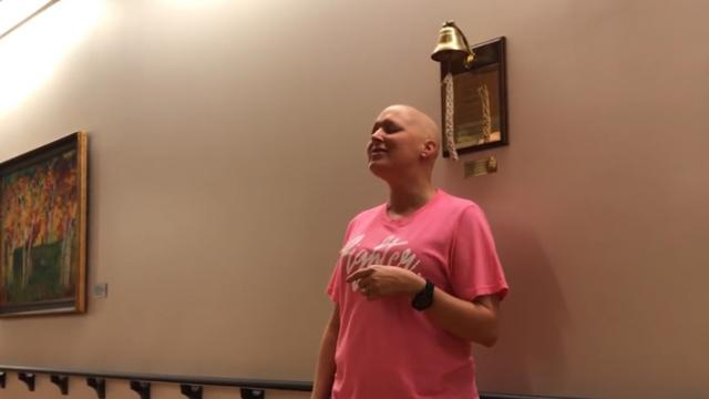 Woman sings 'Amazing Grace' to celebrate her last chemo