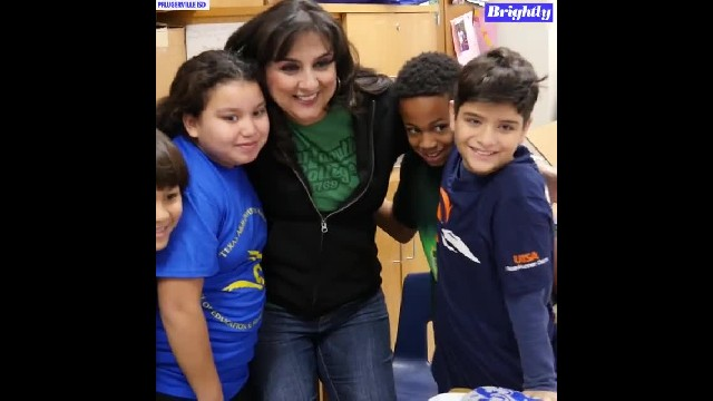 3rd-grade teacher gives students college T-shirts to inspire big dreams