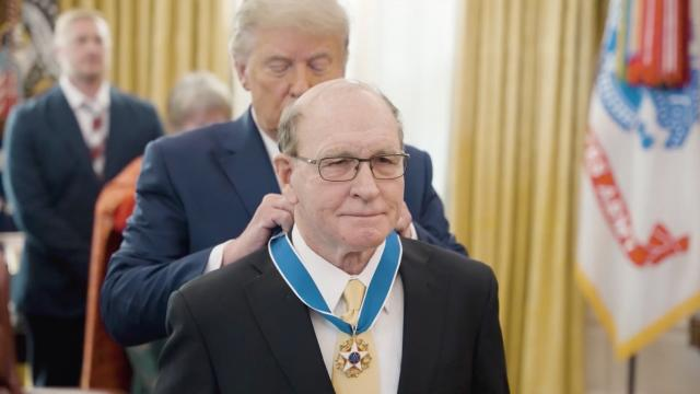 Dan Gable receives the presidential medal of freedom