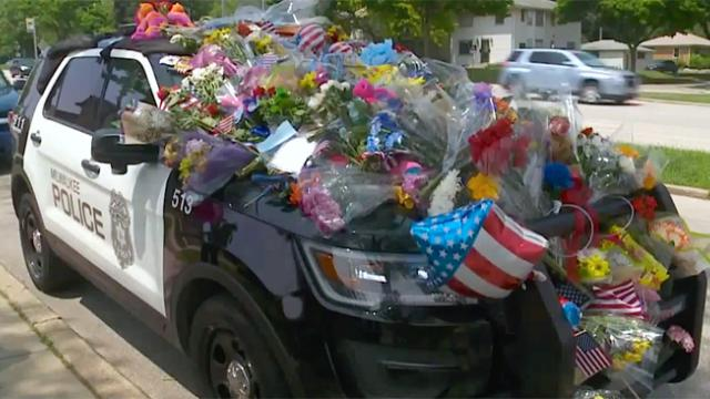 Fallen officer's car is covered in gifts but 1 note scribbled