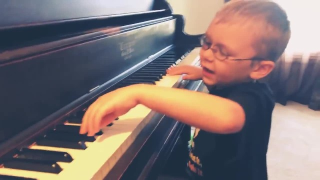 Little 6-Year-Old Blind Boy Plays Bohemian Rhapsody, Leaving The Internet Spellbound