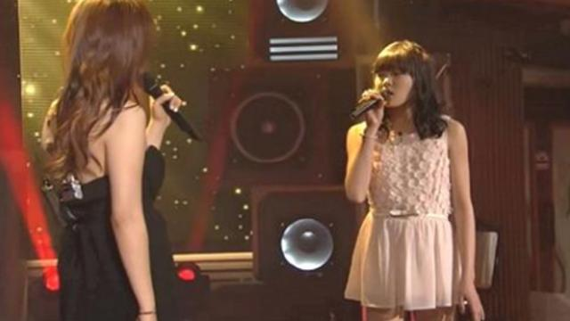 Two girls take the stage for duet only to have crowd lose it when they hear their unique voices merg