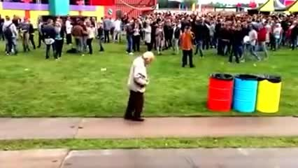 83 year old goes wild at electronic dance festival    Erwin Bakkum