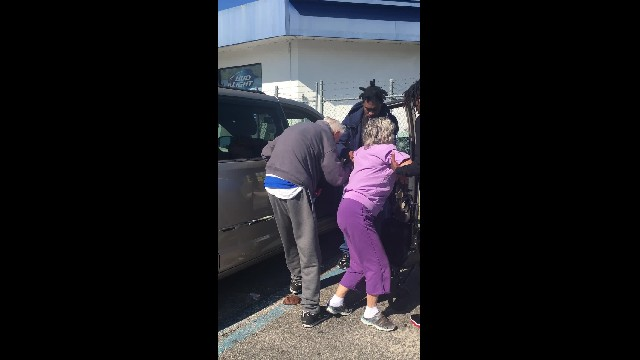 Heartwarming moment three young men help disabled elderly woman get into car