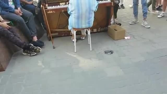 Frail elderly woman takes seat at piano making everyone's eyes pop moment she starts to play
