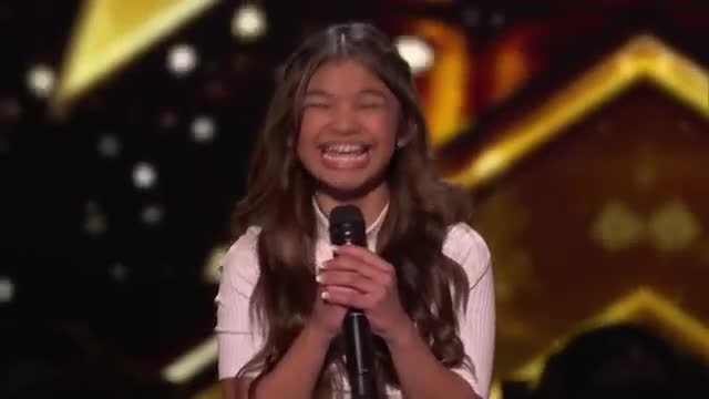 "11-year-old belts her heart out to ""Fight Song"" then Howie Mandel jumps up to slam buzzer"