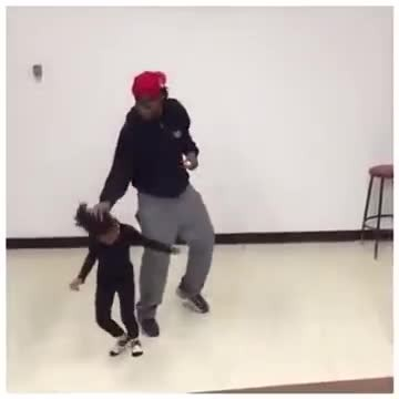 Little Girl Dances To Maroon 5 With Big Brother & Her Moves Are Insanely Cute.
