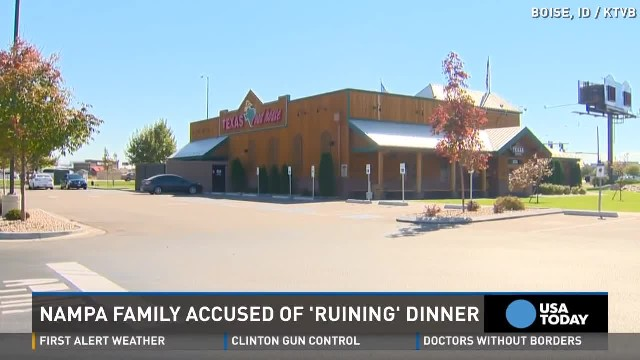 Rude strangers slap family with ugly note at Texas Roadhouse – manager decides to act