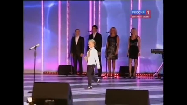 "Little Girl Owns The Stage With High-Voltage Rendition of Beatles' ""Oh Darlin'"""