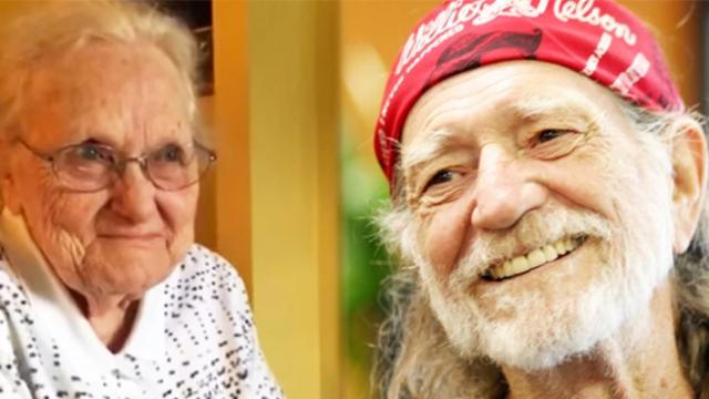 Adorable 92-year-old lady can't contain herself when Willie Nelson