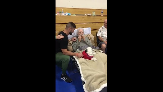 Tim Tebow visits WWII vet in shelter. What he does next leaves entire room in tears