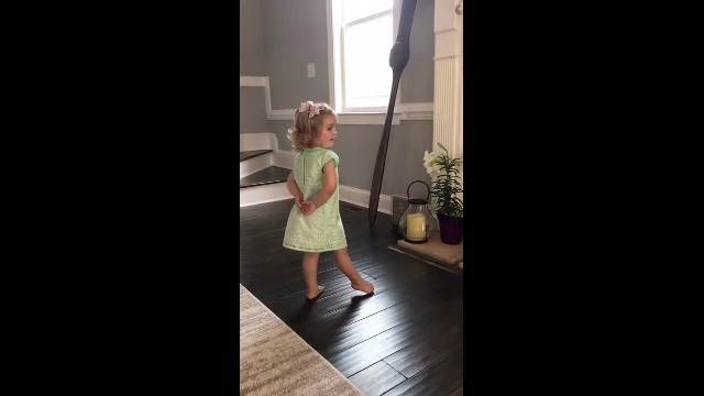 Precious 2-yr-old smiles at mom seconds before breaking out in Irish dance going viral
