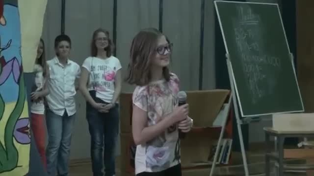 11-year-old shyly steps up to mic only to blow everyone away with her flawless voice
