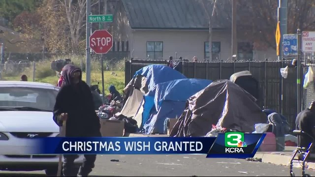 Woman Asks Homeless Man What He Wants For Christmas, Leaves Him Sobbing When She Hands Him Paper