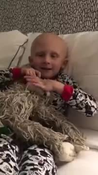 4-year-old with cancer just minutes from death: Wakes up from coma and says 4 heartbreaking words