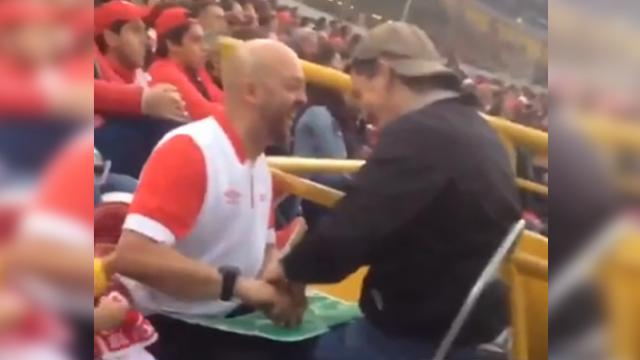 "Man comes up with sweet way to help blind & deaf friend ""Watch"" favorite soccer team."