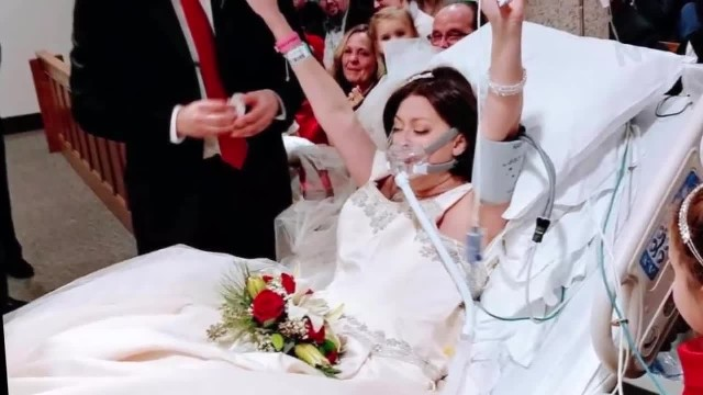 Woman battling breast cancer dies just hours after her hospital wedding