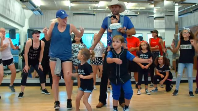 These parents who jump into dance class with their kids are going viral