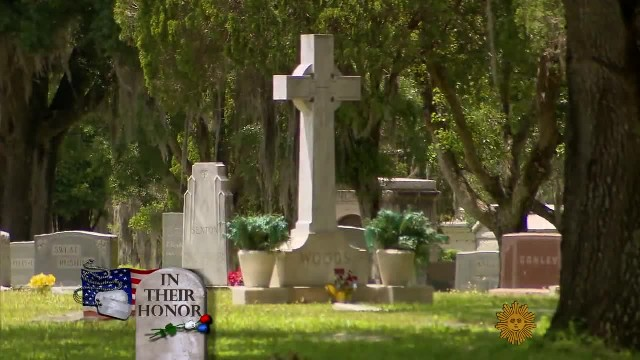Florida Man Spends His One Day Off Cleaning Forgotten Veterans' Tombstones