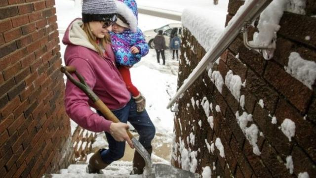 Wintry mix of snow, freezing rain pummels mid-Atlantic