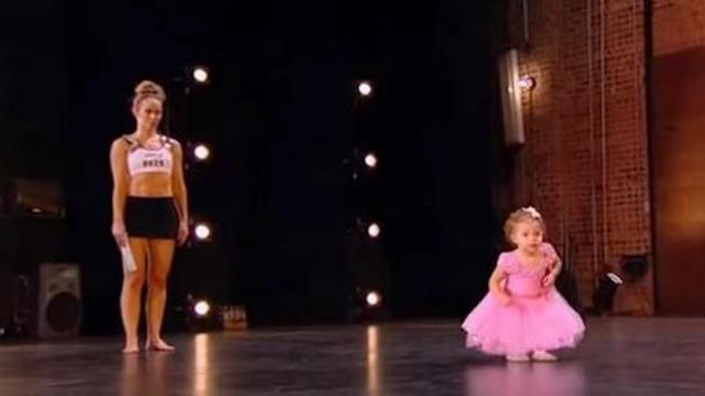 Tiny ballerina follows mommy onstage only to steal show mesmerizing audience with her feet